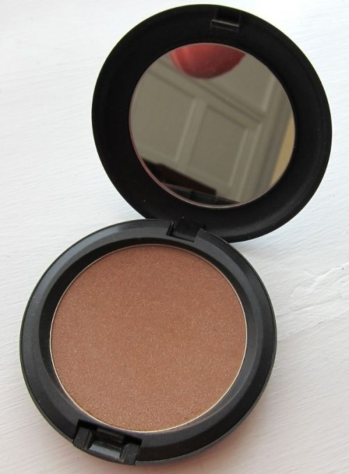 Bronzing Powder fra MAC i farven Refined Golden