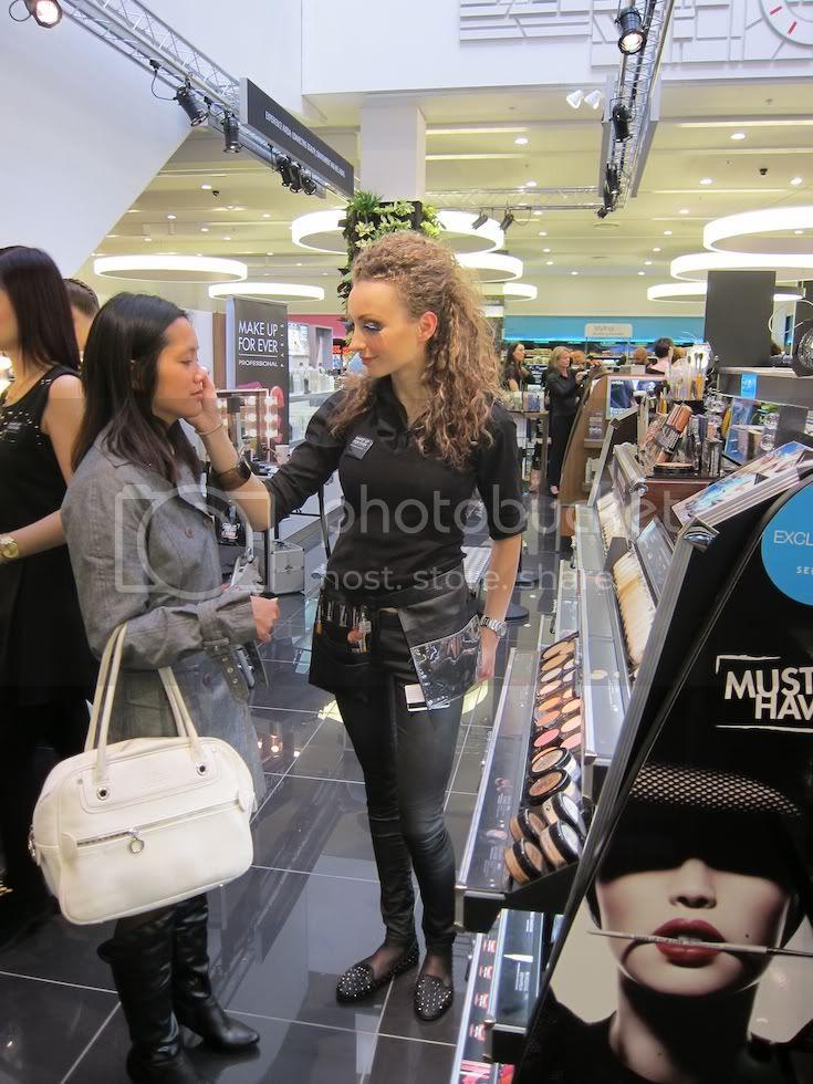 Betjening hos Make Up For Ever i Sephora København